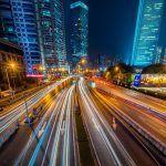ville-autoroute-la-nuit
